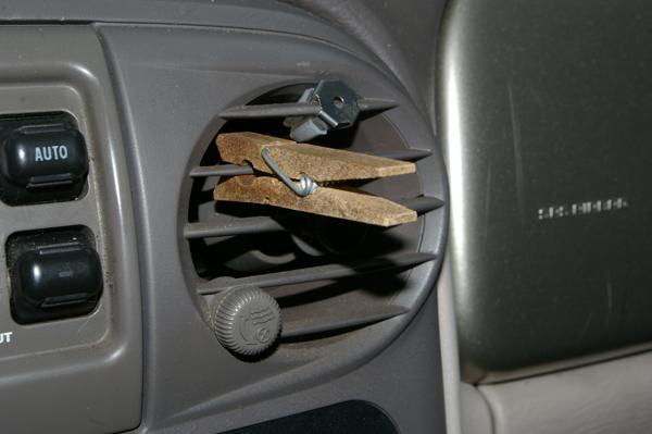Autogeurtjes verdwijnen met een wasknijper!
